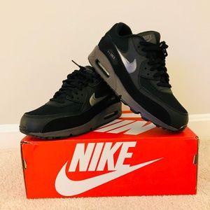 NWT Men's Size 9.5 Nike Air Max 90 Essentials